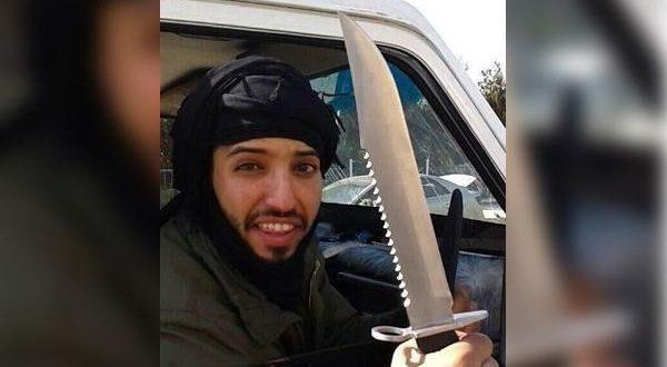 یک داعشی سر پدر و مادر خود را برید